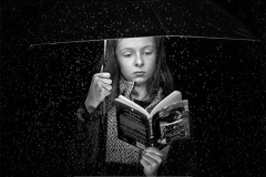 sito00362B04_James-Cosgrove-Ireland-Reading-in-the-rainCLP